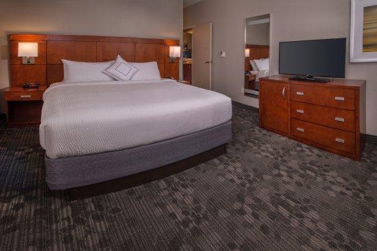 Dulles, فيرجينيا: King Suite Bedroom