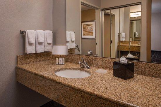 Dulles, فيرجينيا: Suite Bathroom Vanity