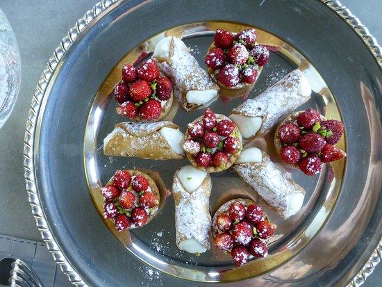 Castiglione di Sicilia, إيطاليا: Sicilian sweets, delicious any time of day!