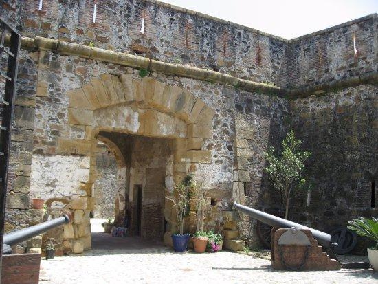 Manilva, Spain: Entrada al castillo.