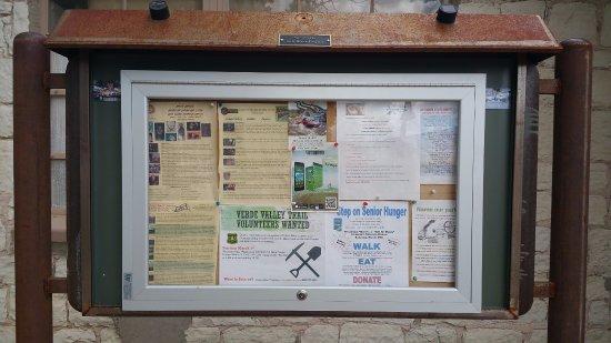 แคมป์เวิร์ด, อาริโซน่า: Community events bulletin board.