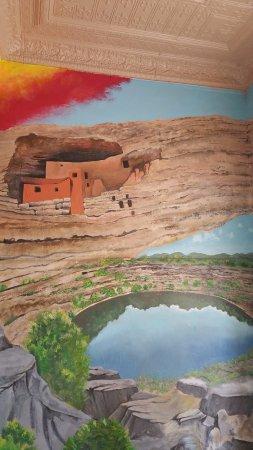 แคมป์เวิร์ด, อาริโซน่า: Depiction of Montezuma Castle.