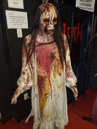 Spookers Haunted Attractions: Creepy bloody Lady