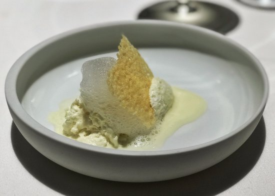 Osteria Francescana : Cinque stagionature del Parmigiano Reggiano in diverse consistenze e temp... | Five ages of Par.