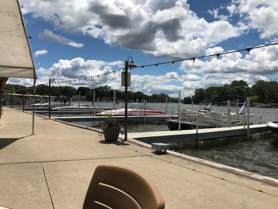 McHenry, IL: Restaurant Boat dock