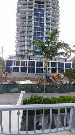Royal Palms Resort & Spa: Laute Baustelle vor der Türe.