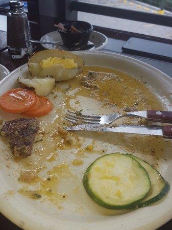 La Pampa Argentina: Mucha grasa de camarones al ajillo. Verduras sin sabor y papa fría