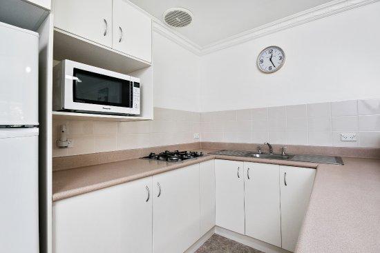 Lorhiti Apartments: Garden Apartment Kitchen