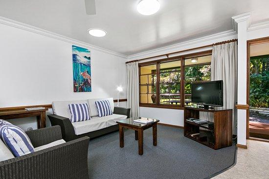 Lorhiti Apartments: Garden Apartment Loungeroom
