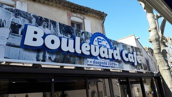 Villemoustaussou, France: Quelques plats du Boulevard Café