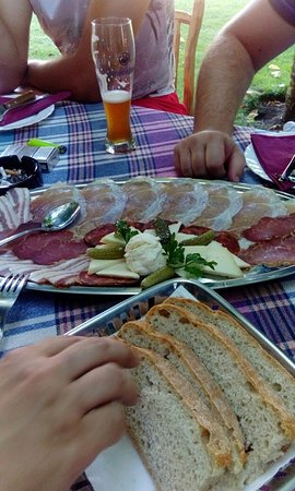 Ljubuski, Bosnia-Herzegovina: Compliments of the house after few rounds of beer