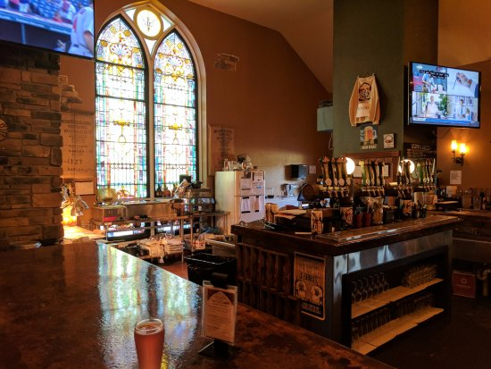 Hermitage, PA: Stone Church from the bar