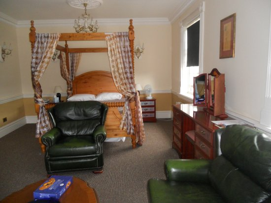 Elme Hall Hotel: Four poster suite (room 208)