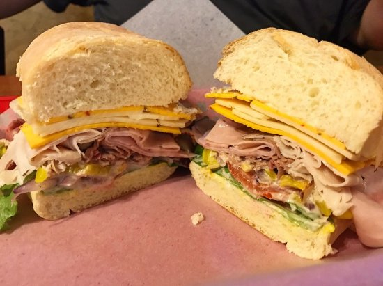 Newcastle, CA: Rat Trap sanwich with spicy cheeses