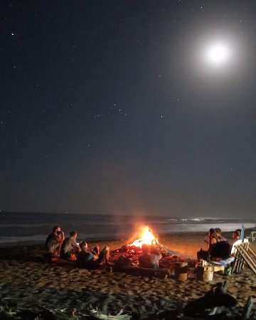 Poneloya, Nikaragua: Evening gettogether at the beach.