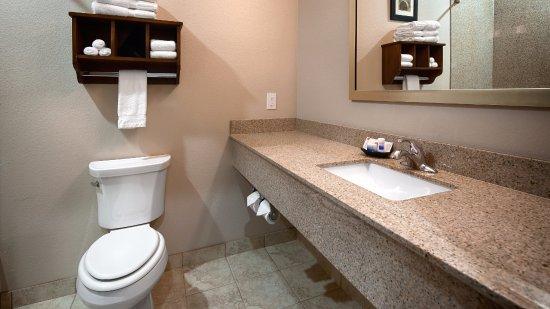 Denver City, TX: Guest Bathroom