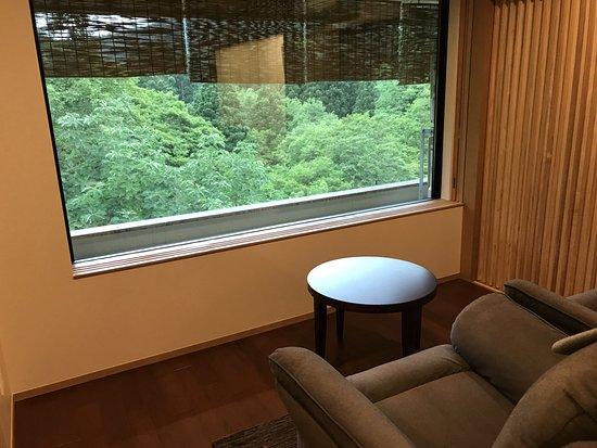 Shizukuishi-cho, Japonya: リクライニングチェアに座ってのんびり緑を眺められます