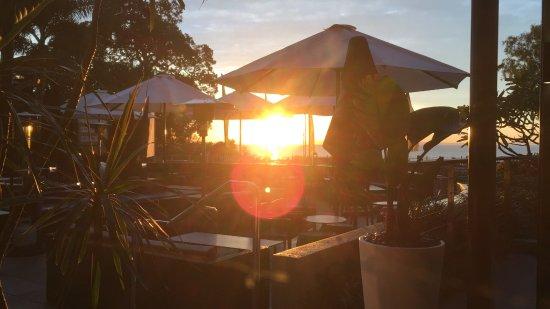 Redcliffe, Australia: Rising sun from the hotel restaurant, Caribee