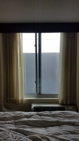 วิสตา, แคลิฟอร์เนีย: Avoid room #313. If you are not claustrophobic you will be...