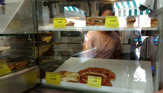 Pizzeria Fratelli Basso : pizza to choose from