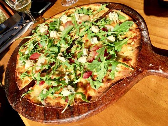 Berrima, Australia: blue cheese, apple & grapes.... delicious!!!