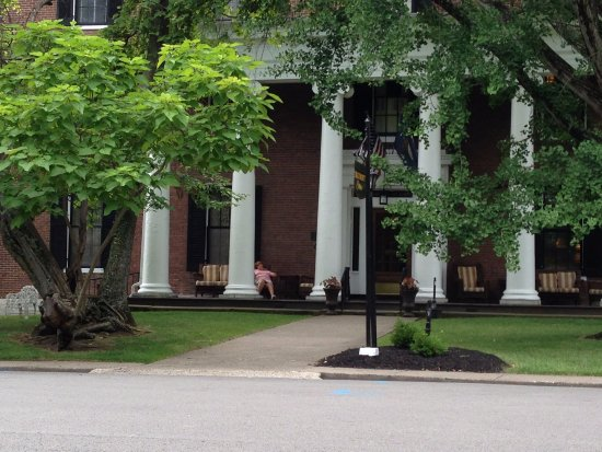 Beaumont Inn: Front of Main Inn
