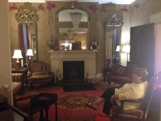 Harrodsburg, KY: Sitting room (for all) on the 1st floor