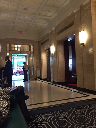 Sofitel Washington DC: View down hallway from the couch