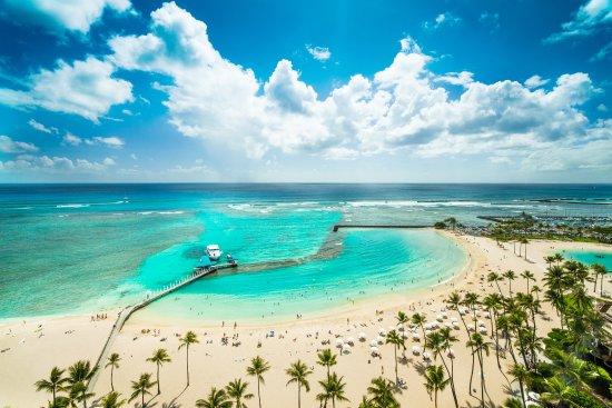 Hilton Hawaiian Village Waikiki Beach Resort: Waikiki's widest stretch of beach is at Hilton Hawaiian Village. 6 acre beach fronting our 22 ac