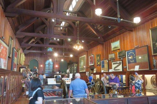 Memorial Hall Confederate Civil War Museum: inside