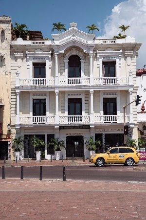 Hotel Monterrey: Fachada