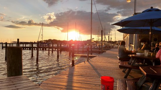 Rock Hall, MD: Lovely sunset at Waterman's