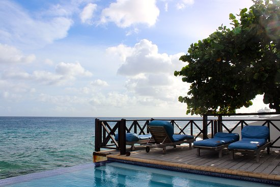 Scuba Lodge & Suites: Spectacular view from the pool area.
