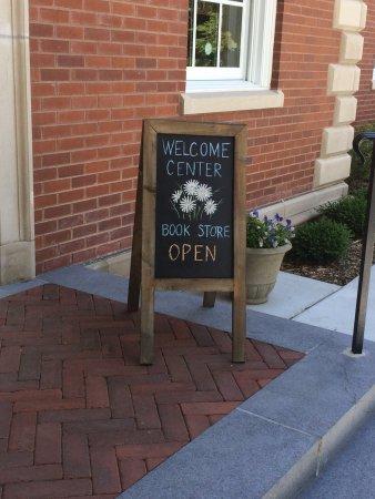 Mundelein, Ιλινόις: Signage