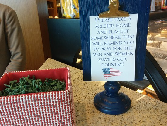 Yonkers, Nowy Jork: Thank you for remembering our service personnel, and also a reminder of our stay.