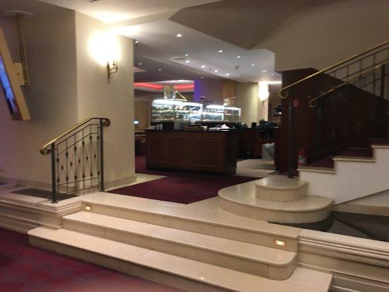 JW Marriott Bucharest Grand Hotel: Stairs