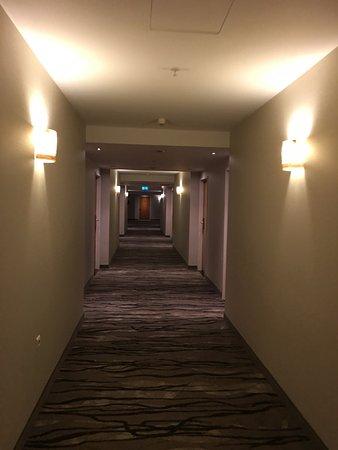 JW Marriott Bucharest Grand Hotel: Hallway