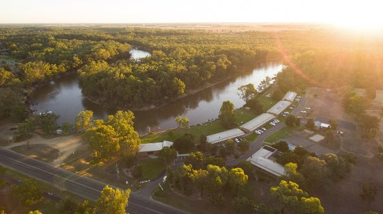 Moama, Australia: Sun setting over Cadell
