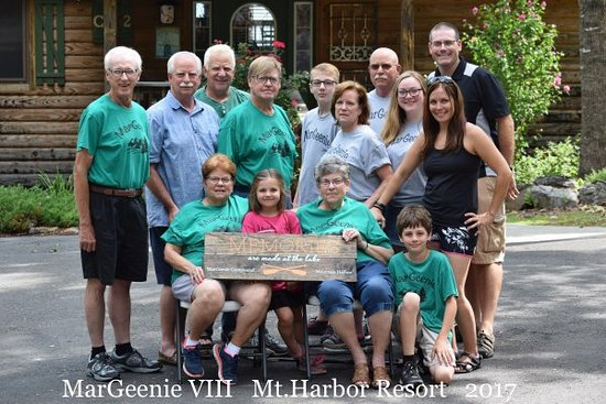 Mountain Harbor Resort & Spa: Family participants in MarGeenie VIII