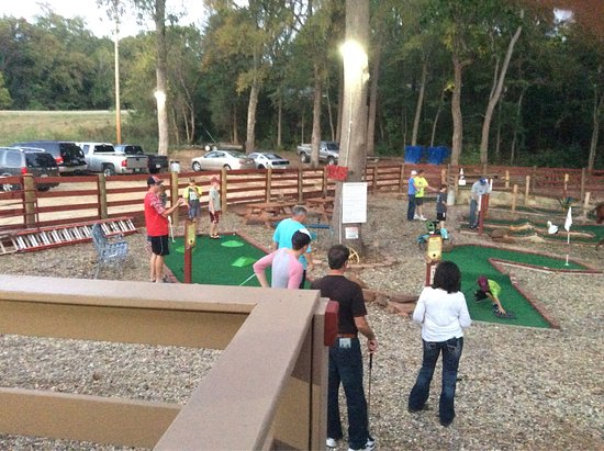 Winnsboro, TX: Creekside Mini Golf