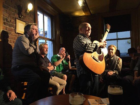 Traditional Irish Musical Pub Crawl: The Irish Music Pub Tour -- starting point