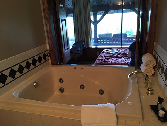 Dresden, OH: Jacuzzi and folding shutter doors to bedroom