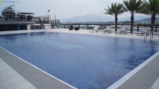 Subic, Philippines: Ibiza Roof Deck Pool