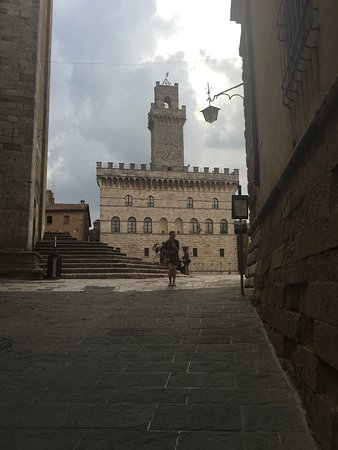 Montepulciano, อิตาลี: Piazza made famous(to tweens) by New Moon