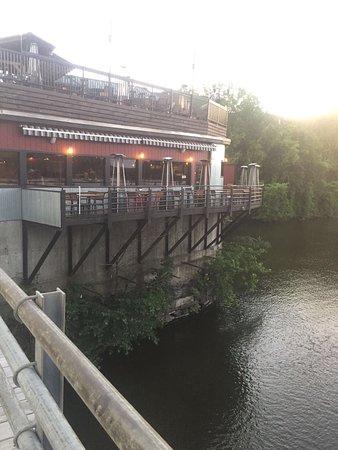 Brattleboro, VT: Great outdoor seating