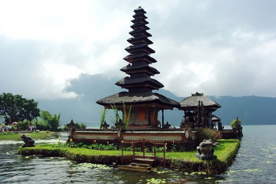 Lovina Beach, Indonesia: Ulun Danu Beratan temple