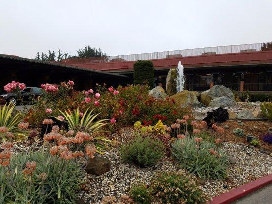 Hyatt Regency Monterey Hotel and Spa on Del Monte Golf Course: Outside Lobby area