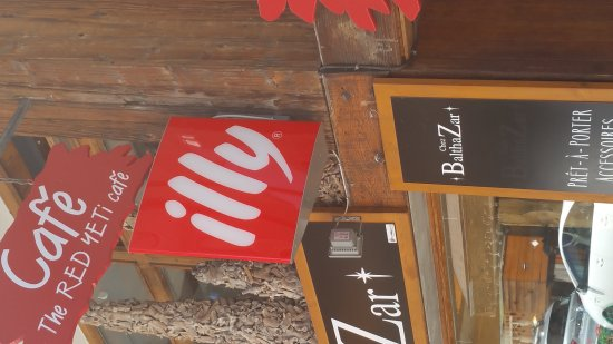 La Clusaz, Francia: The Red Yeti Cafe