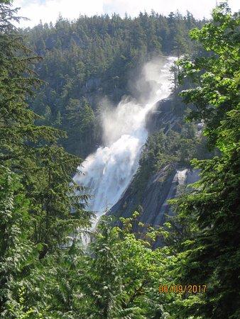 Squamish, Kanada: Amazing water flowing down