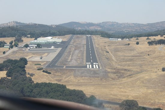 Landing at Mariposa Airport